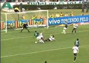 Penalti em Diego Souza